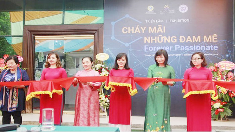 Exhibition honours female Vietnamese scientists