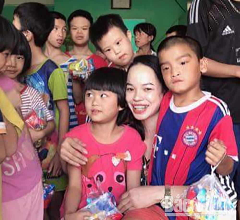 Chung tấm lòng nhân ái, từ thiện, hoàn cảnh khó khăn, trẻ em khuyết tật, chất độc da cam