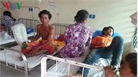 Hàng chục người tử vong và nhập viện do ngộ độc rượu