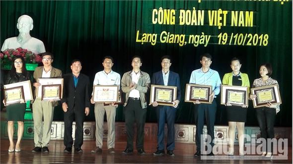 Khen thưởng 77 công nhân lao động tiêu biểu