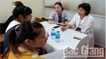 Khám, tư vấn sức khỏe sinh sản cho 200 nữ lao động