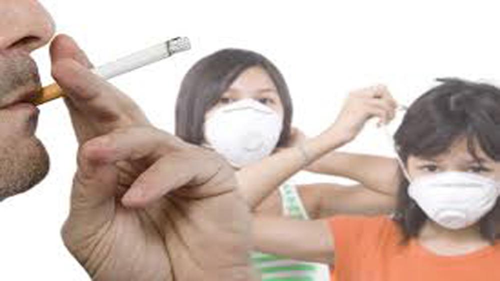 Gia đình bất hòa vì chồng hút thuốc lá