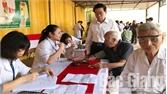 """CLB """"Bác sĩ và những người bạn"""": Khám và phát thuốc miễn phí cho 500 người cao tuổi, đối tượng chính sách xã Thanh Vân"""