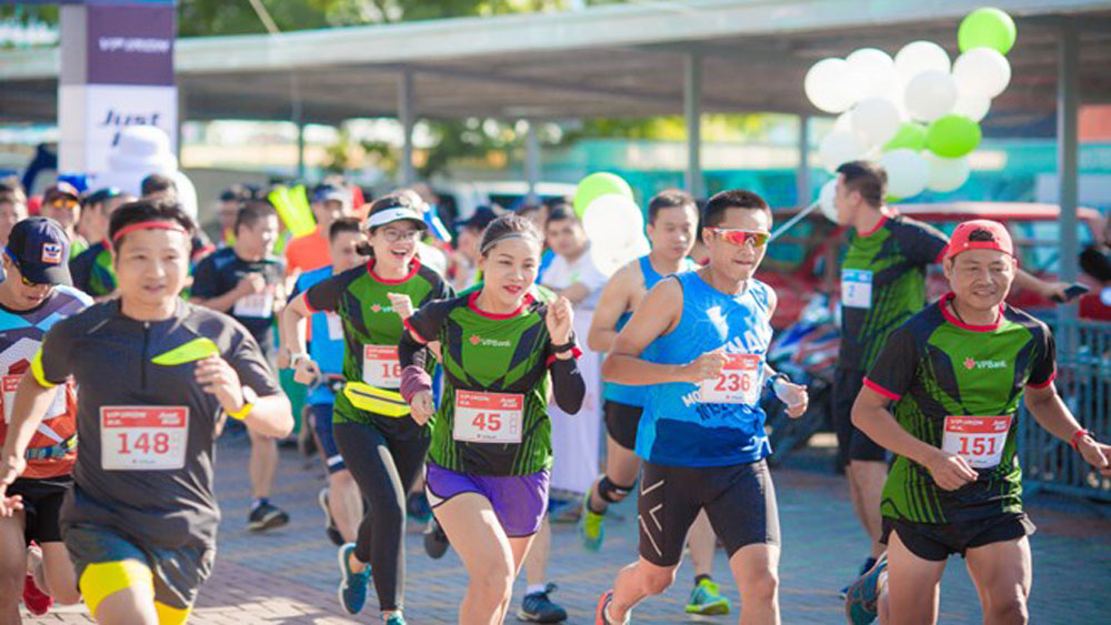 Over 2,600 runners compete in Hanoi Int'l Heritage Marathon