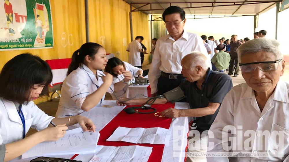 Doctors and friends, free health examination, free medicine, older persons, policy beneficiaries, Hiep Hoa district, Bac Giang province, UNESCO