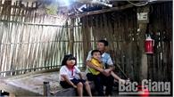 Hoàn cảnh thương tâm của ba bố con người Dao