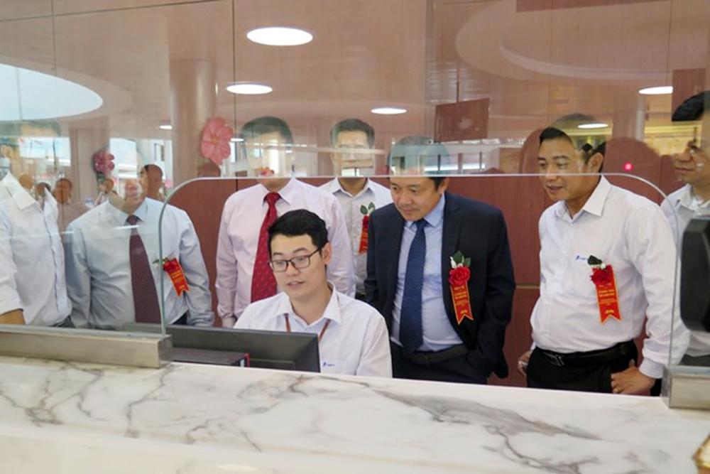 Máy đo huyết áp, Hệ thống công nghệ VNPT-HIS, Công nghệ trong bệnh viện, Khám chữa bệnh, Bệnh viện Bạch Mai, Tập đoàn VNPT, Huỳnh Quang Liêm