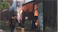 Xưởng keo ở Sài Gòn bốc cháy ngùn ngụt