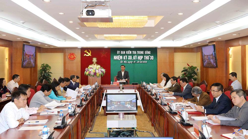 Khiển trách Thiếu tướng Phan Tấn Tài, cảnh cáo các thành viên Ban Thường vụ Huyện ủy Hướng Hóa