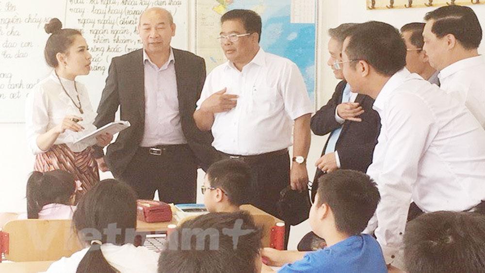 Embassy honours outstanding Vietnamese students in Czech Republic