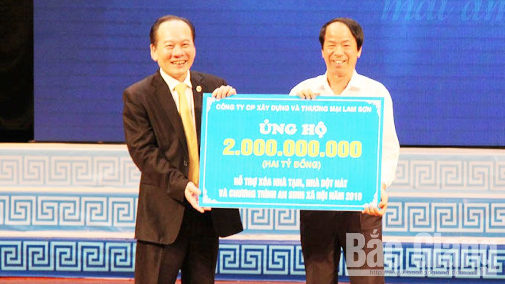 "1.7 billion VND donated to ""Fund for the poor"""
