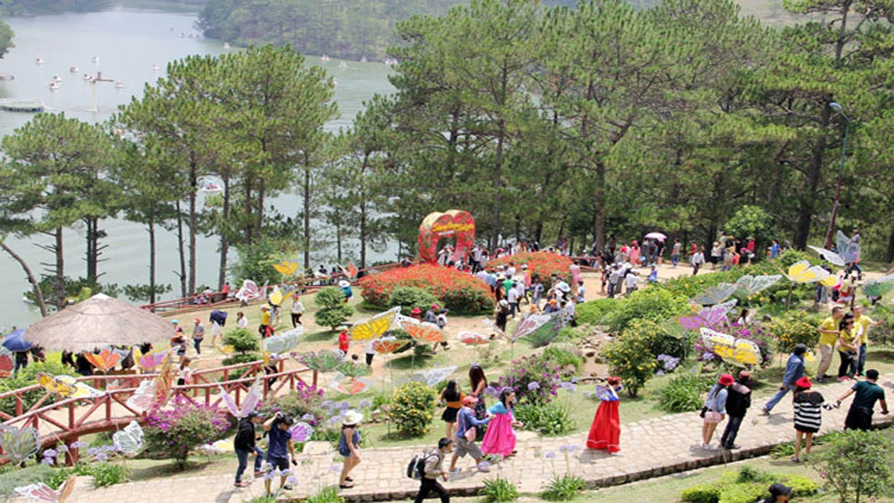 Thí điểm sử dụng xe điện phục vụ du khách tham quan phố núi Đà Lạt