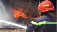 Bình Dương: Hỏa hoạn thiêu rụi một xưởng sản xuất đệm mút