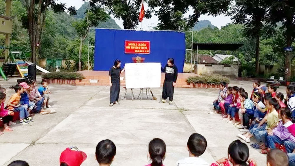 Interactive drama project, child abuse prevention, LifeArt Vietnam, primary schools,  dramatic plays, child sexual abuse, volunteer programmes