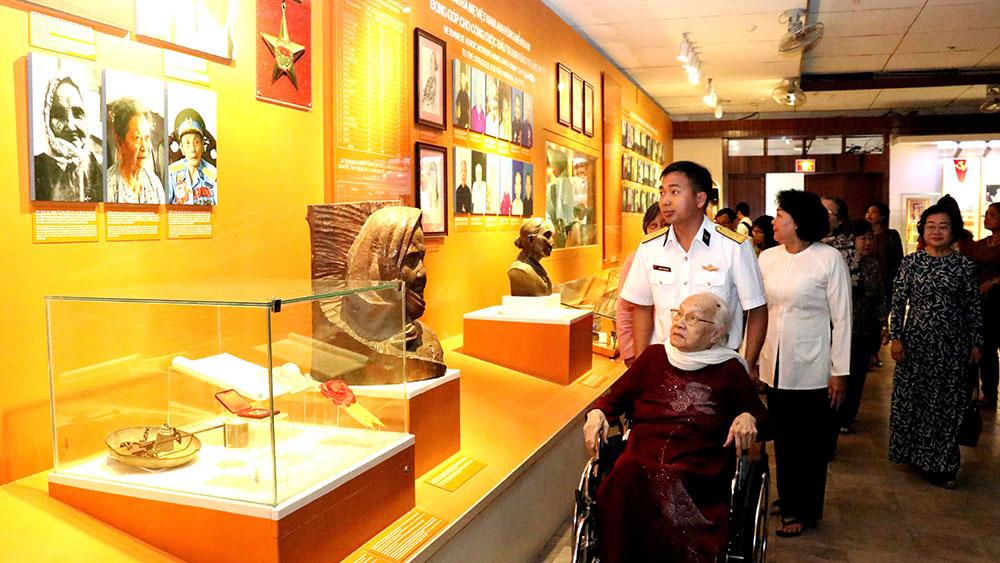 Trưng bày chân dung các Bà mẹ Việt Nam Anh hùng
