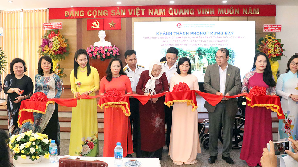 Trưng bày, chân dung, bà mẹ Việt Nam Anh hùng