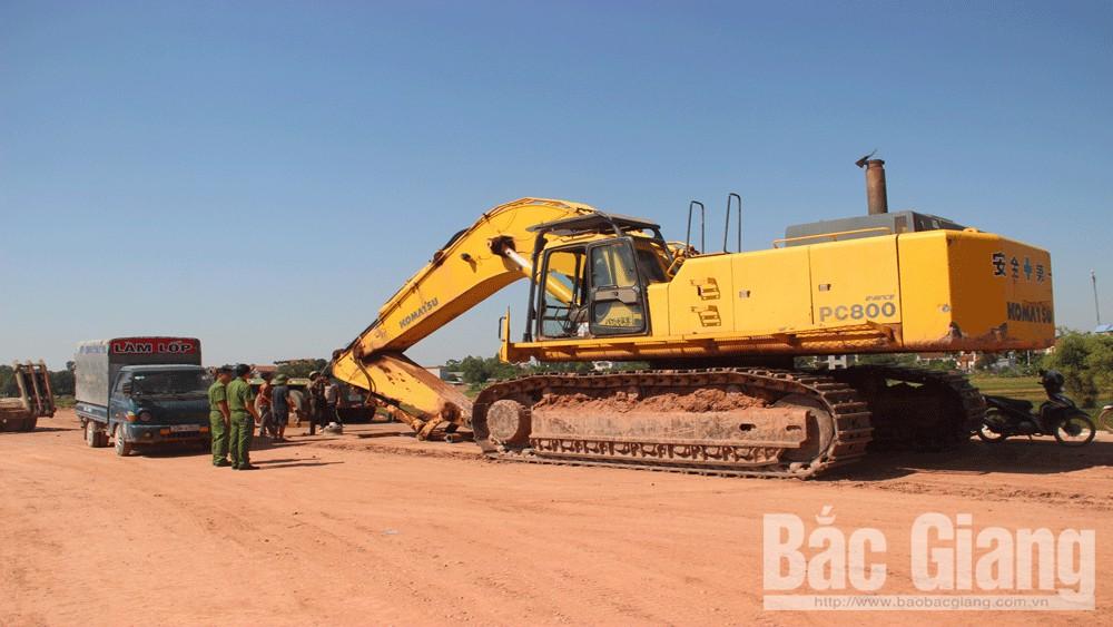Bắt giữ nhiều phương tiện khai thác đất trái phép trên công trường thi công cao tốc Bắc Giang–Lạng Sơn