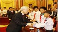 Tổng Bí thư, Chủ tịch nước Nguyễn Phú Trọng gặp mặt thân mật Đoàn học sinh, sinh viên tiêu biểu, xuất sắc