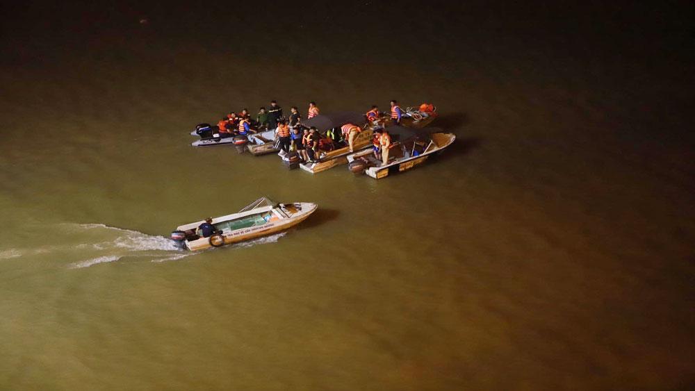 Hà Nội, tìm thấy, 2 nạn nhân, vụ ô tô, lao xuống, sông Hồng