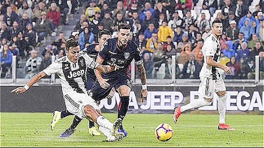 Juventus thắng nhọc Cagliari trong ngày Ronaldo im tiếng