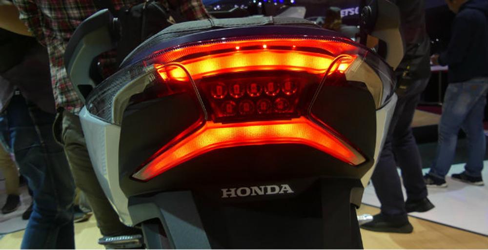 xe máy, xe tay ga, Honda Forza 250, Đông Nam Á, giá bán, Indonesia, xe cho phái mạnh, khao khát, động cơ, SOHC, PGMFi, phanh đĩa, hộc đựng đồ, thị trường xe, mua xe ga