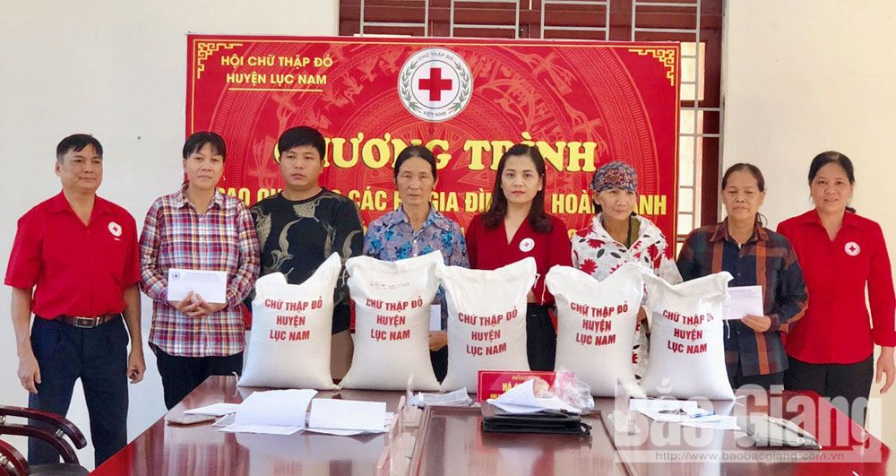 Practical deed, the poor, Bac Giang province, humanitarian address, effective method, disadvantaged households, enormous resources,