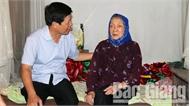 Ban ATGT tỉnh thăm, tặng quà nạn nhân tai nạn giao thông huyện Lục Nam, Lạng Giang