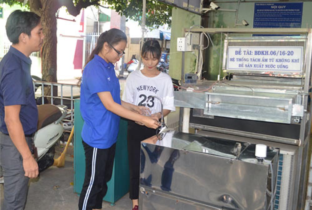 hệ thống tách hơi ẩm thành nước ngọt, tách không khi thành nước uống, Người Việt, hệ thống hút ẩm, không khí thành nước uống