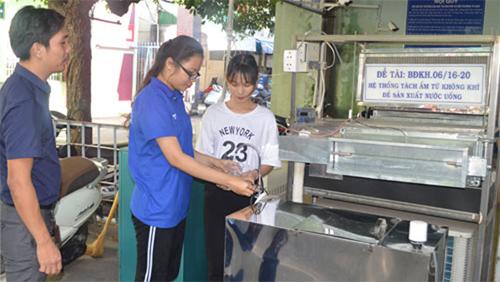 Người Việt tạo hệ thống hút ẩm từ không khí thành nước uống