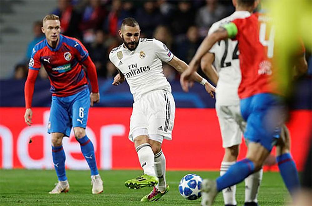 Benzema, lập cú đúp, Real Madrid, Viktoria Plzen, Champions League