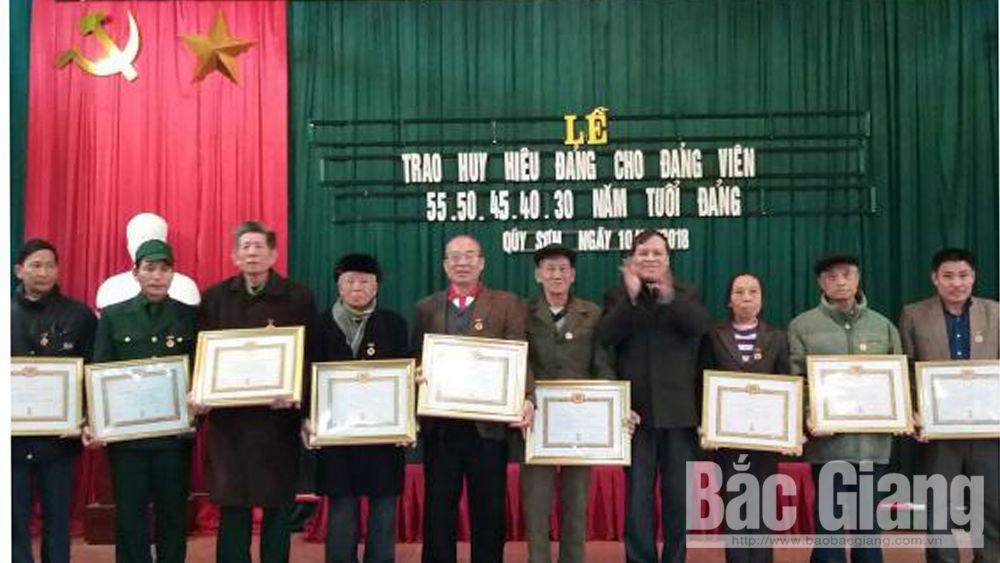 43 đảng viên được trao tặng Huy hiệu Đảng