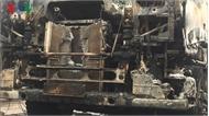 Xe đầu kéo bốc cháy dữ dội khi đang đỗ tại chợ