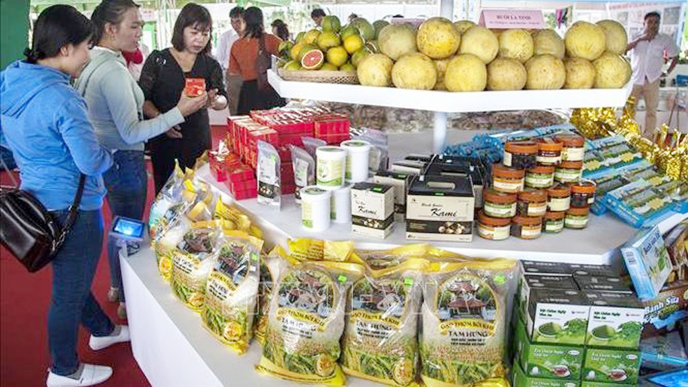 Hi-tech agricultural fair highlights Mekong Delta farm produce