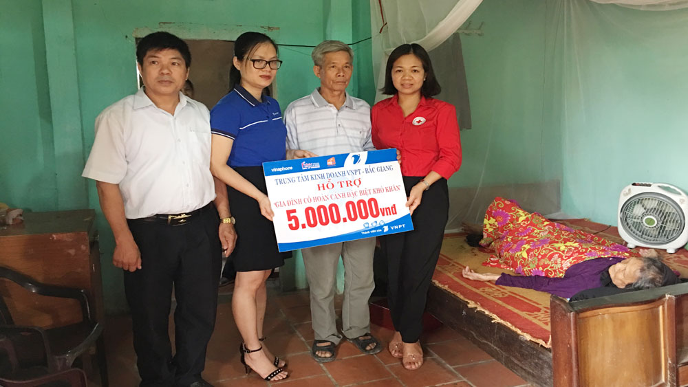 Bac Giang calls for 29,000 Tet gifts to poor people and AO victims