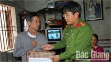 Lãnh đạo Ban ATGT tỉnh thăm, tặng quà thân nhân, nạn nhân bị tai nạn giao thông