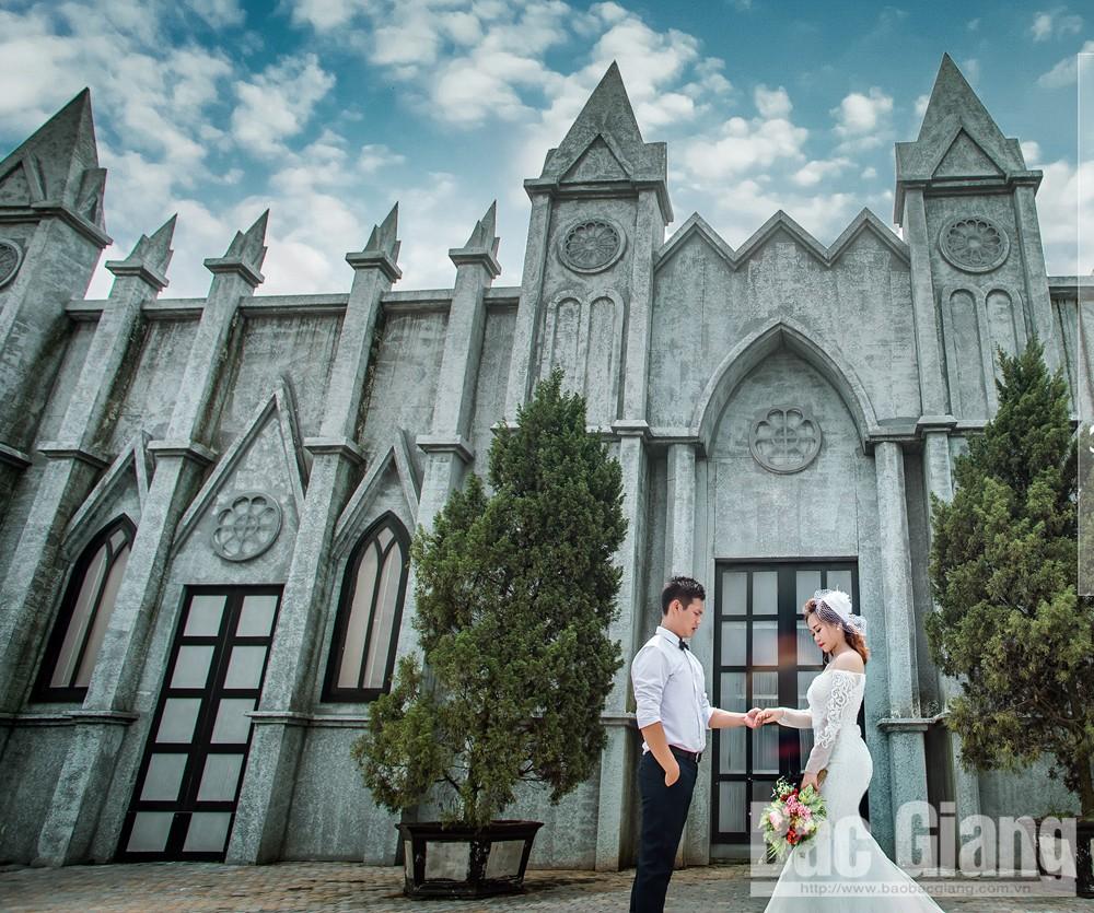 Phong cách kiến trúc cổ, nét mới trong bộ ảnh cưới.