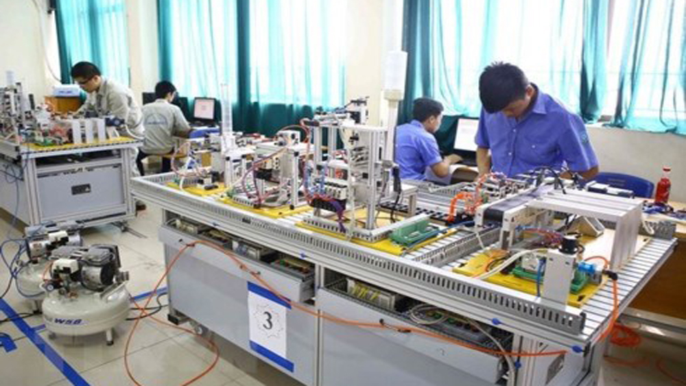 Nearly 116,700 Vietnamese workers sent abroad in 10 months
