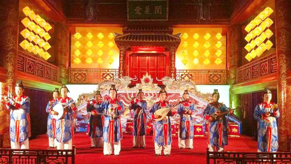 Hue Imperial City, traditional culture, Hanoi's Old Quarter, traditional long dress, traditional music, Cultural Exchange Centre