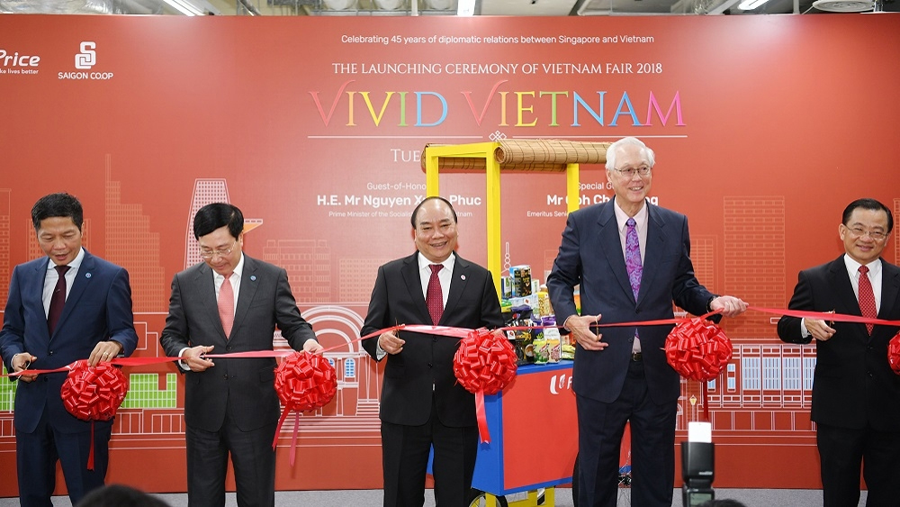 PM Phuc attends Vietnamese Goods Week in Singapore