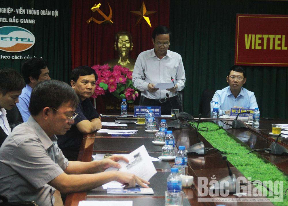 Đồng chí Trương Quang Vinh, Phó Giám đốc phụ trách Sở Y tế tham luận tại điểm cầu tỉnh Bắc GIang