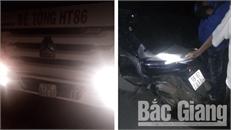 Đường gom cao tốc Hà Nội - Bắc Giang: Xe bồn va chạm với xe máy, một phụ nữ tử vong tại chỗ