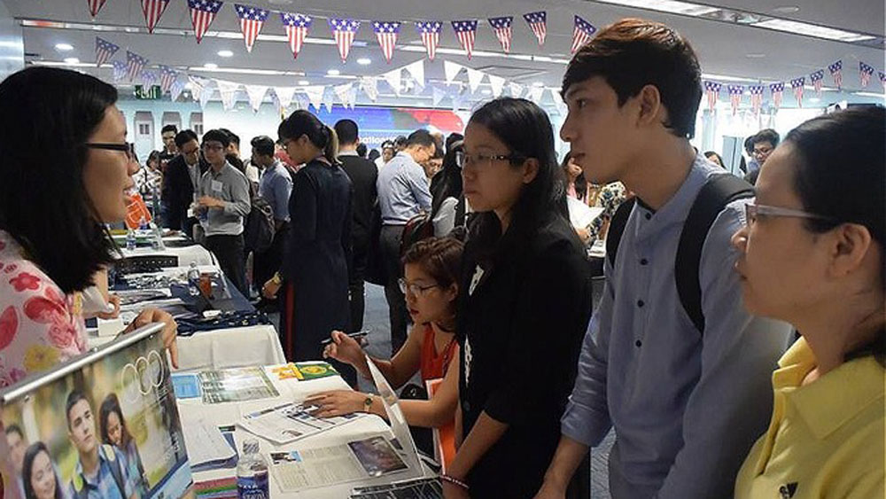 Vietnamese students, US education, hardline immigration policies, popular overseas study destination, American colleges and universities, higher education institutionn