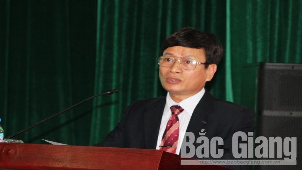 Đại diện lãnh đạo Trường Đại học Nông-Lâm Bắc Giang phát biểu tại hội thảo.
