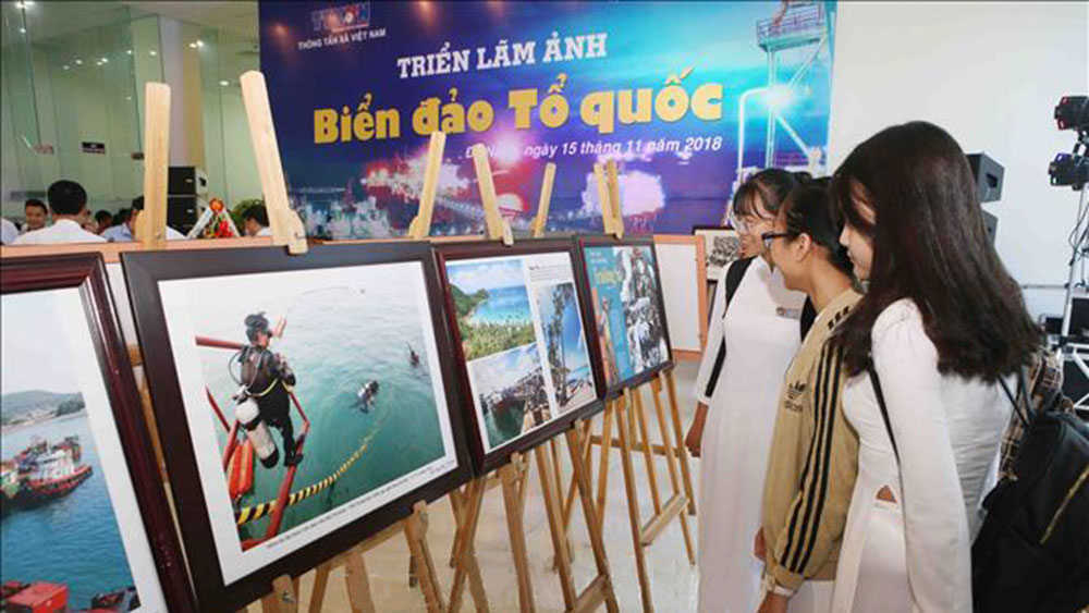 """Biển đảo Việt Nam: Khai mạc triển lãm ảnh """"Biển đảo Tổ quốc"""""""