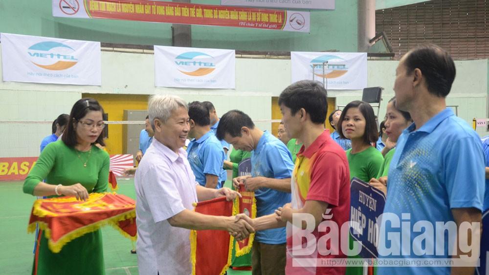 320 cây vợt dự Giải cầu lông các câu lạc bộ tỉnh Bắc Giang