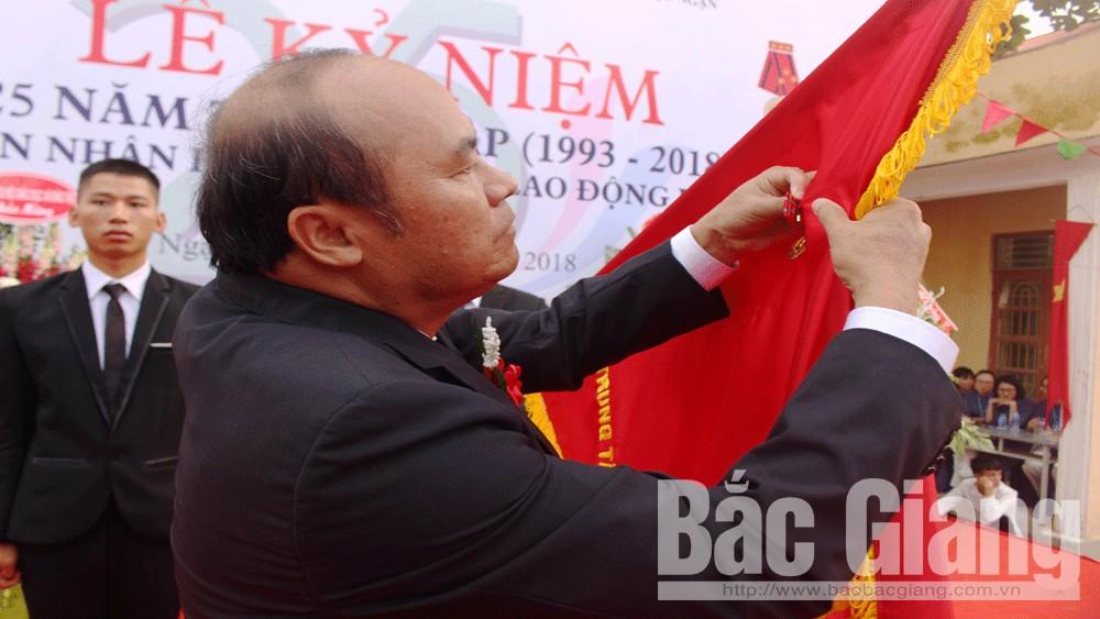 Trung tâm Giáo dục nghề nghiệp – Giáo dục thường xuyên huyện Lục Ngạn đón nhận Huân chương Lao động hạng Ba