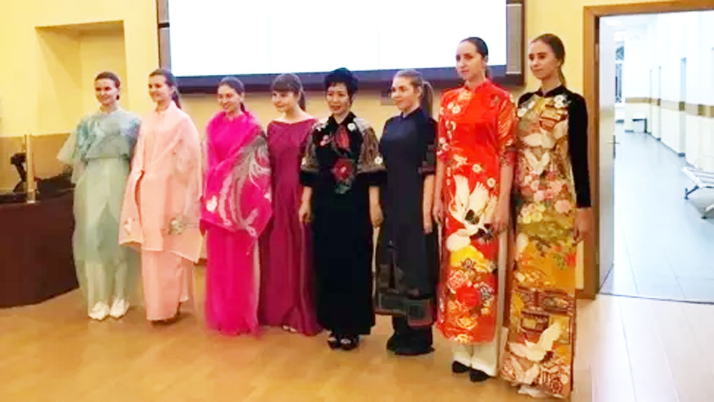 Vietnamese designer, Ao dai, Russia, Designer Minh Hanh, traditional long dress, Vietnamese culture, traditional values, Moscow State Linguistic University