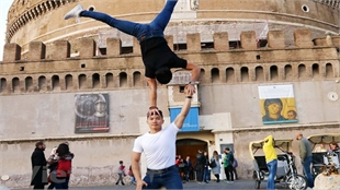 Vietnamese acrobatic brothers seek Guinness record