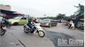 Đường gom cao tốc Hà Nội - Bắc Giang: Xuống cấp, thiếu cảnh báo an toàn