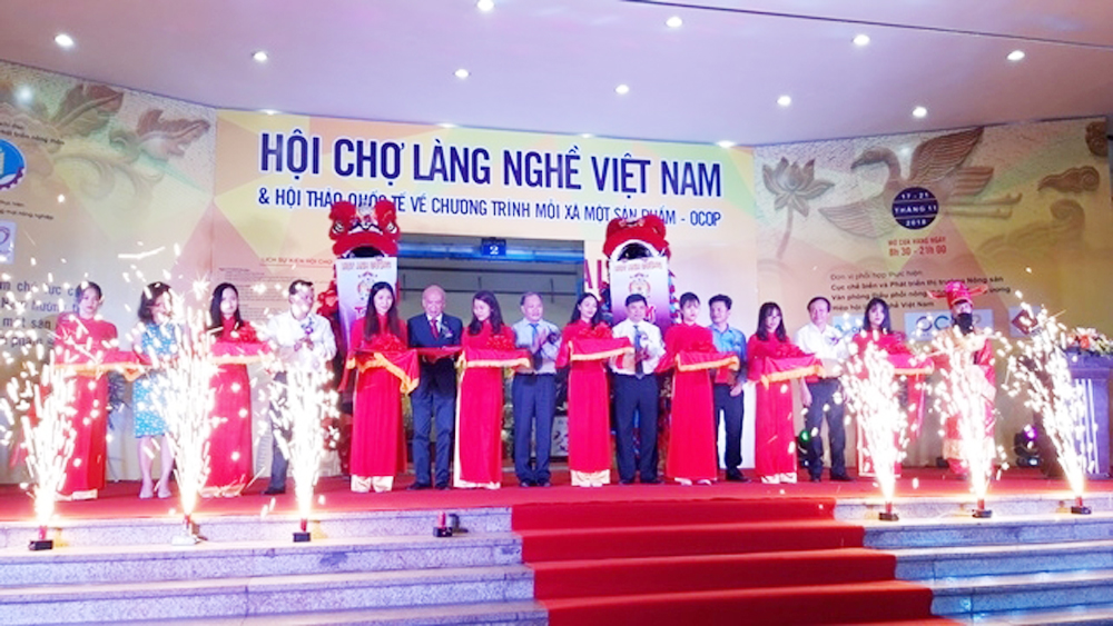 Vietnam Craft Village Trade Fair features over 150 pavilions